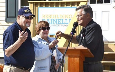 Russell and his wife, Rebecca, receiving the keys to their new Rainelle home. Courtesy of WV Metro News.